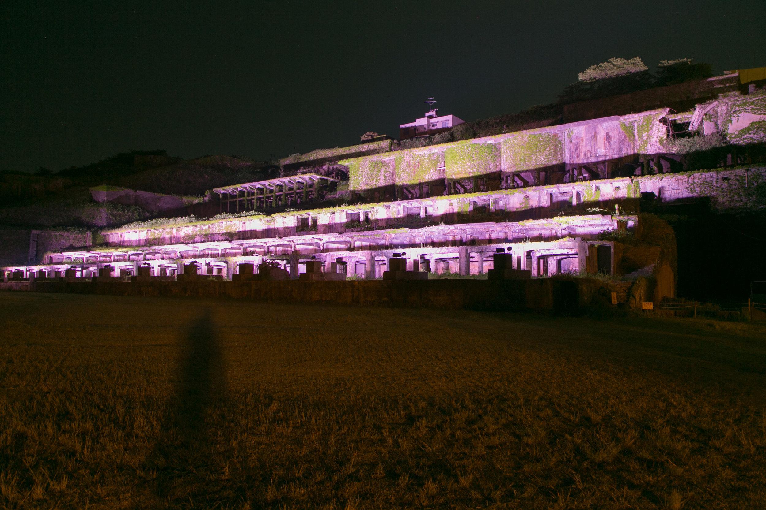 ライトアップ時の北沢浮遊選鉱場