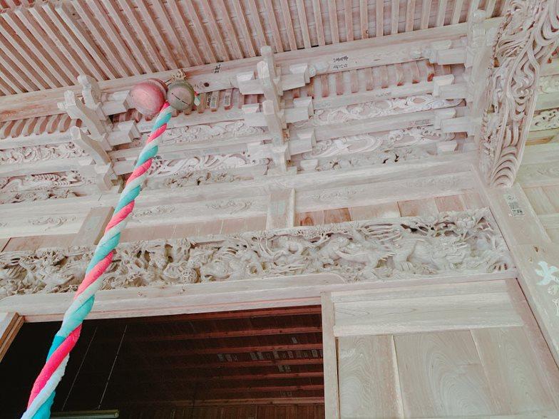 牛尾神社の繊細な彫刻
