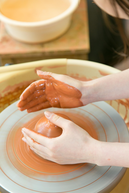 適度に手を濡らしながら…