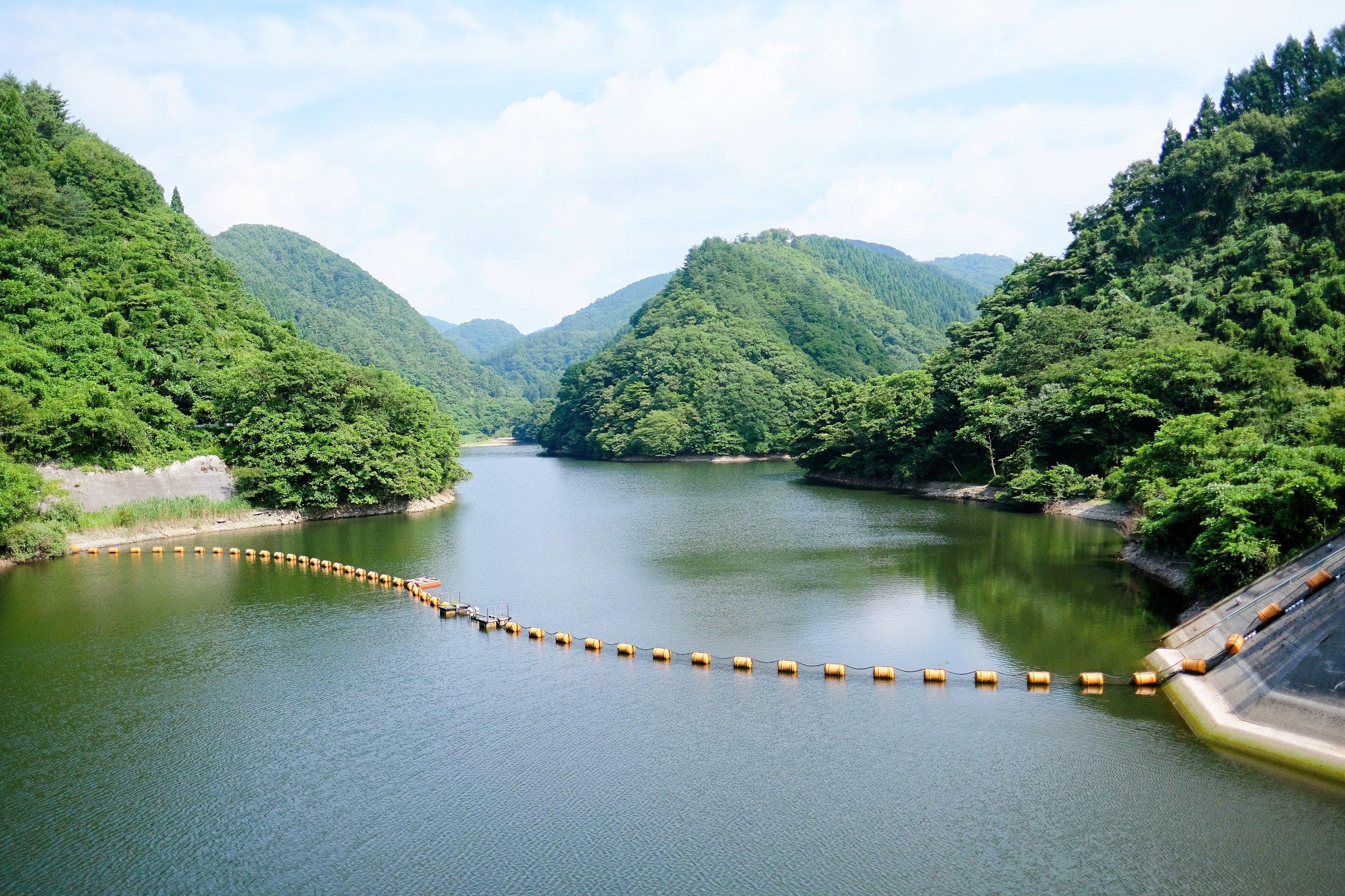 大野川ダム天端から上流方向の眺め