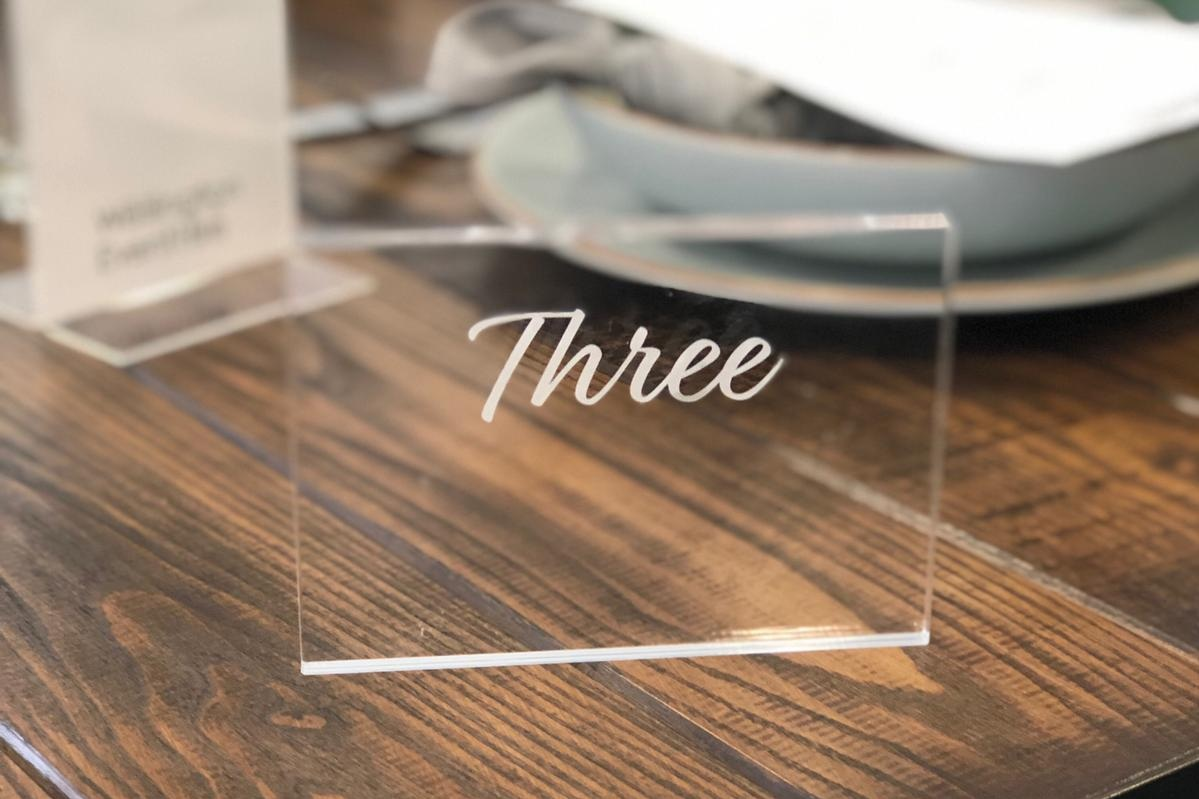 Perspex+table+numbers+for+hire