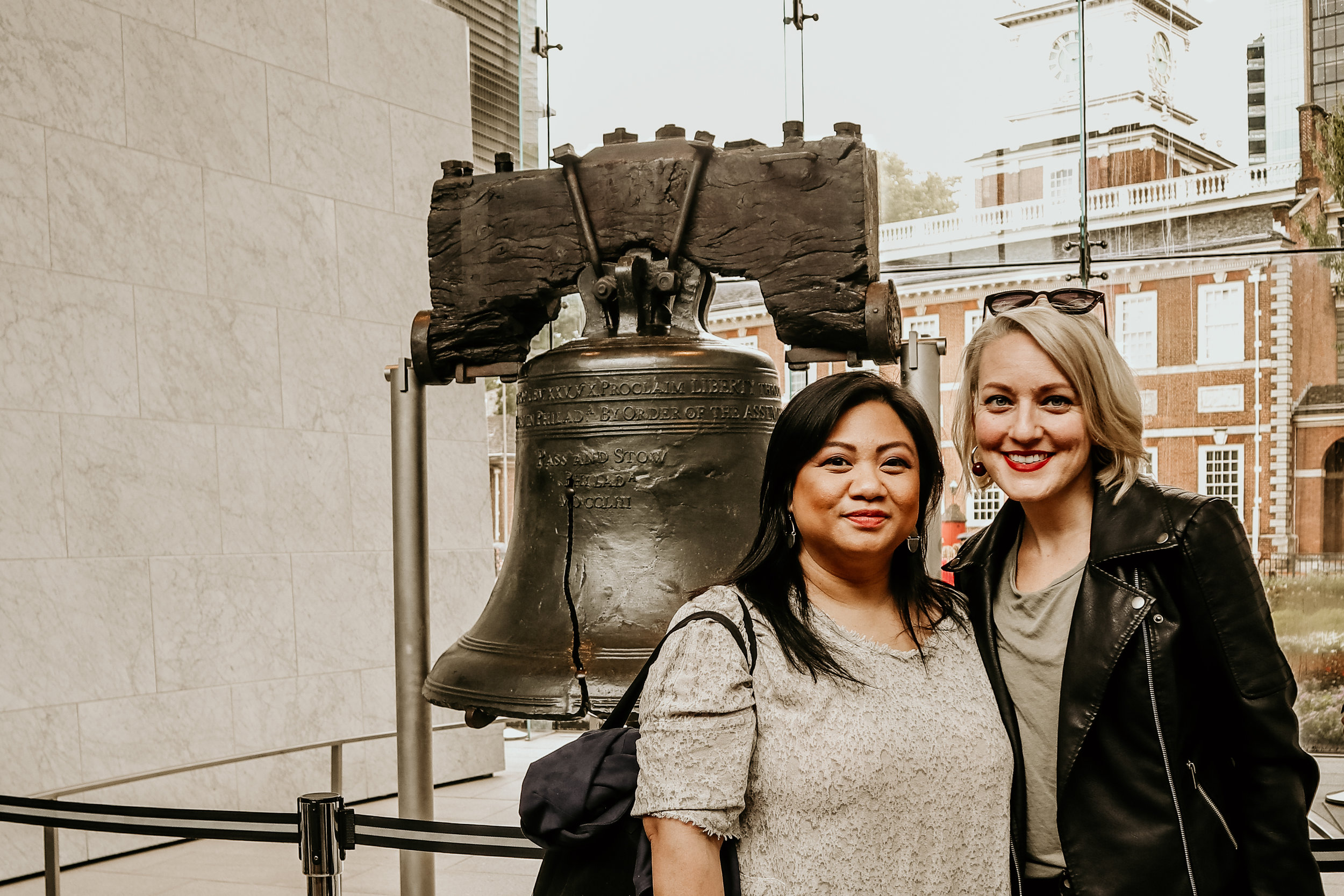 10K Dollar Day hosts Lulu Picart and Alison Burns visit the Liberty Bell - photo by Ash Burns