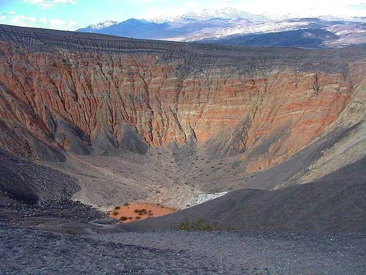 desert-death-valley-ubehebe-crater-725x544.jpg