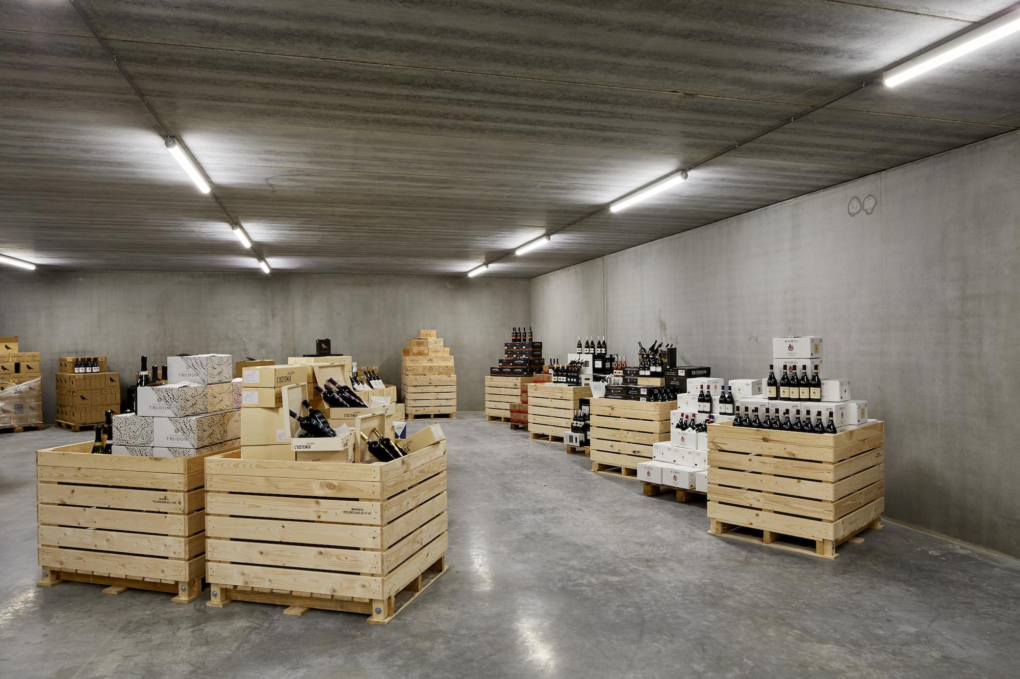 Wijnkelder   IZ Schurhovenveld 3137   aanbod