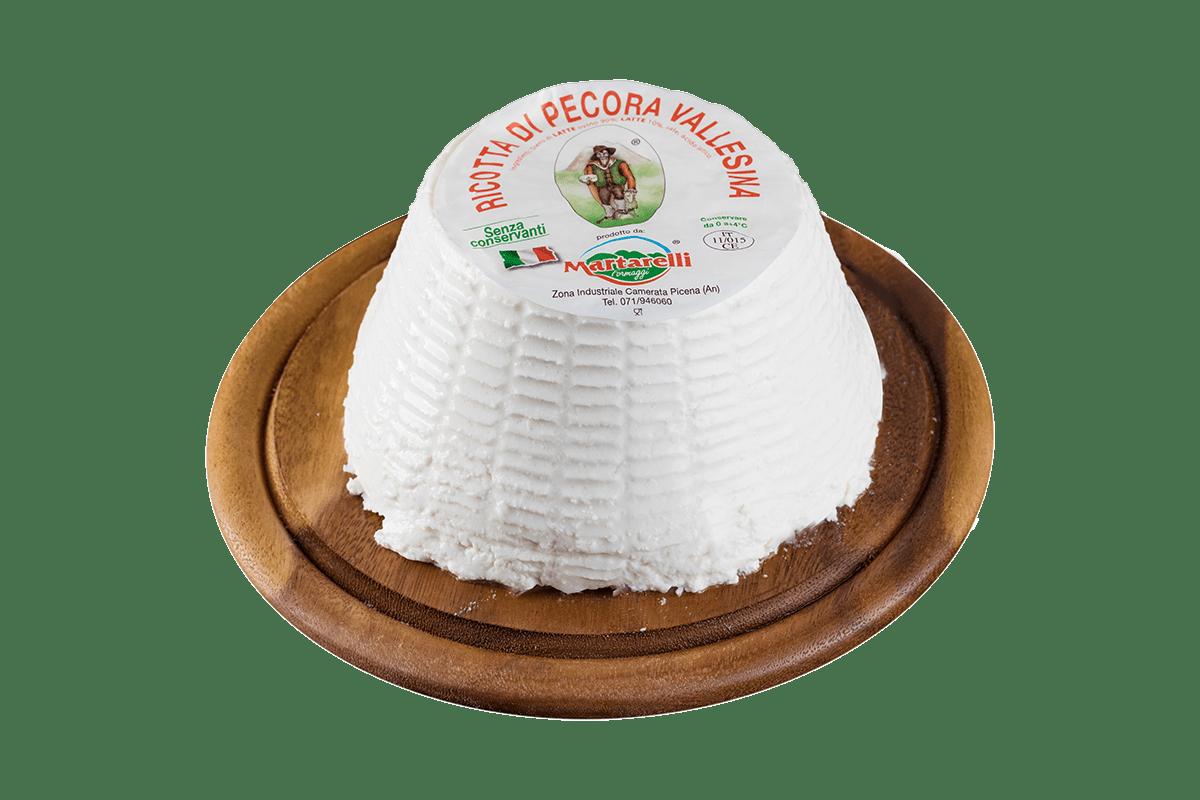 RICOTTA DI PECORA - INGREDIENTI: Siero di latte di pecora, latte ps, sale, acido lattico. LATTE ITALIANO – SIERO DI NOSTRA PRODUZIONECARATTERISTICHE: Cremosa, dal sapore delicatoCONSERVAZIONE: 0/4°C.