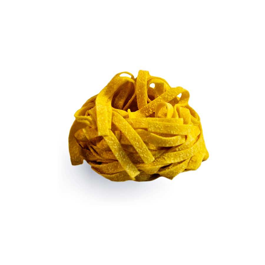 TAGLIATELLE - Descrizione: Pasta all'uovo essiccata. Il sapore delle Tagliatelle, è un perfetto connubio fra forza e dolcezza. Mai troppo aggressivo né, privo di gusto.  Ingredienti: Semola di grano duro, uova pastorizzate (28%), sale.Tempo di cottura: 5-5,30 minuti Modalità di conservazione: Conservare in luogo fresco e asciutto, lontano da fonti di calore Shelf-life: 24 mesi