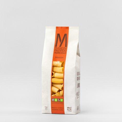 RIGATONI - La nostra pasta è prodotta da grano duro prodotto direttamente dalla nostra azienda. Gli unici ingredienti sono la semola e l'acqua, trafiliamo la nostra pasta al bronzo e la lasciamo seccare ad una temperatura di 44°C, e la pasta corta è lasciata asciugare per 20 ore. I Rigatoni hanno un diametro di 19.2mm ed una lunghezza di 45mm. Il tempo di cottura ideale è tra i 7 e i 9 minuti.