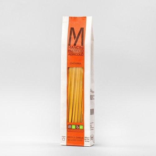 CHITARRA - La nostra pasta è prodotta da grano duro prodotto direttamente dalla nostra azienda. Gli unici ingredienti sono la semola e l'acqua, trafiliamo la nostra pasta al bronzo e la lasciamo seccare ad una temperatura di 44°C, e la pasta lunga è lasciata asciugare per 40 ore. Gli Spaghetti alla Chitarra hanno una sezione quadrata di 2.08 mm ed una lunghezza di 260mm. Il tempo di cottura ideale è tra i 6 e gli 8 minuti.