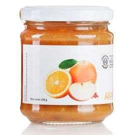 MARMELLATA DI ARANCE, MELE E PEPE ROSA - Descrizione: Il pepe rosa con il suo aroma dolce e speziato, con note di limone e fragola, è perfetto in abbinamento con arance e mele.Ingredienti: arance bio, mele bio, zucchero di canna bio, pepe rosa.