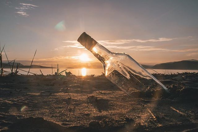The midnight sun shining in Storvik 🌅 • • • #storvik #midnightsun #bottle #nordtroms #lyngen #nordreisa