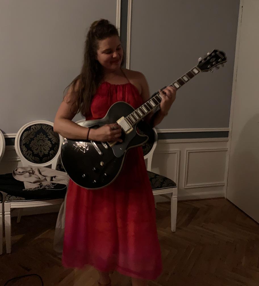 Courtney McKenna plays Guitar in Denmark