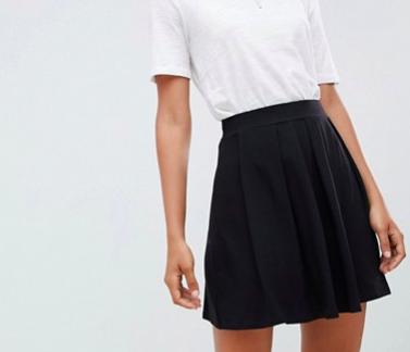 Black, pleated skirt -
