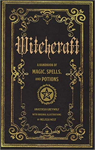 Book of spells - Bring Kate into the scene with this introductory book on Witchcraft!
