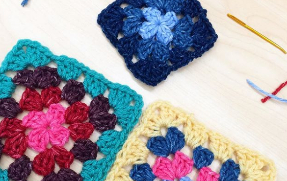 ( how to crochet a granny square )