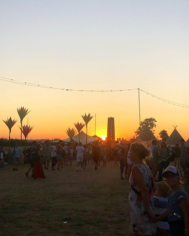 Hot summer nights are what we like. Last nights sunset from @thebigfeastival was a stunner! #kingham#thebigfeastival#summer#sunset#cotswolds#travel#adventure#gooutside#lastdaysofsummer#festival#uk