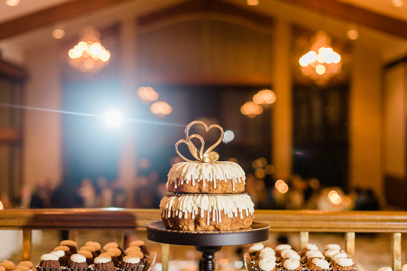 Dallas Wedding photographer Las Colinas Country Club nothing bundt cakes wedding cake Kate Marie Portraiture.png