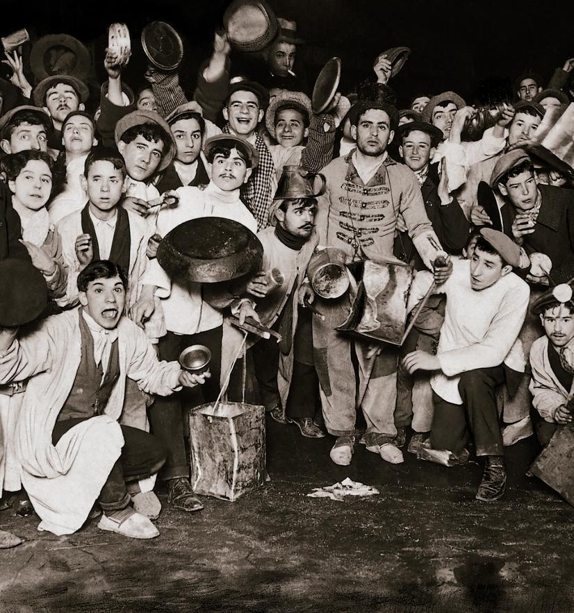 Julio DUQUE. Nochevieja en la Puerta del Sol. Detalle de la fiesta nada más comenzar el año. Madrid, 1 de enero de 1913. Archivo ABC