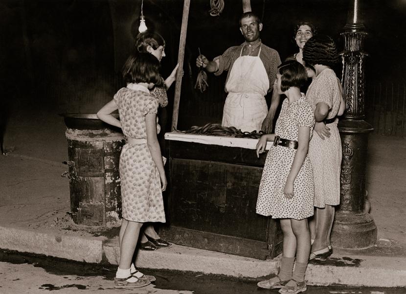 F. del RÍO. Verano en Madrid. Puesto de churros.  Madrid, 21 de agosto de 1932. MECD, AGA, Fondo MCSE