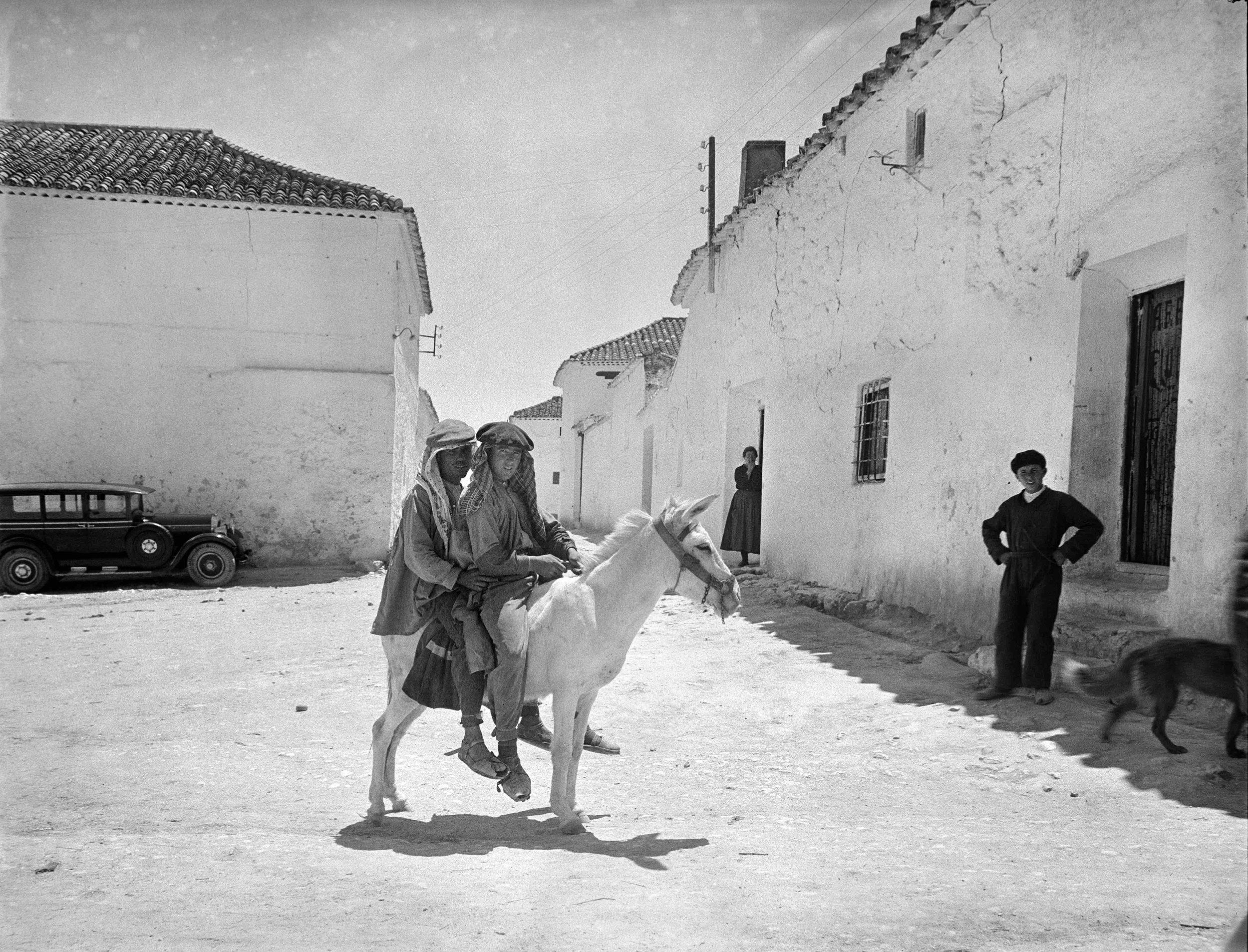 Otto WUNDERLICH. Calle de El Toboso. Toledo, hacia 1932. Instituto del Patrimonio Cultural de España. MECD