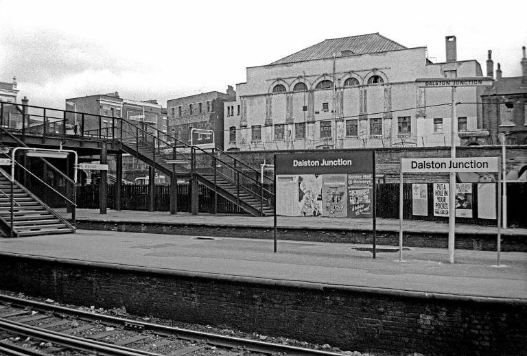 Dalston-Junction-Station-1979-The-large-building-beyond-Dalston-Theatre-Four-Aces-Club-768x519.jpg