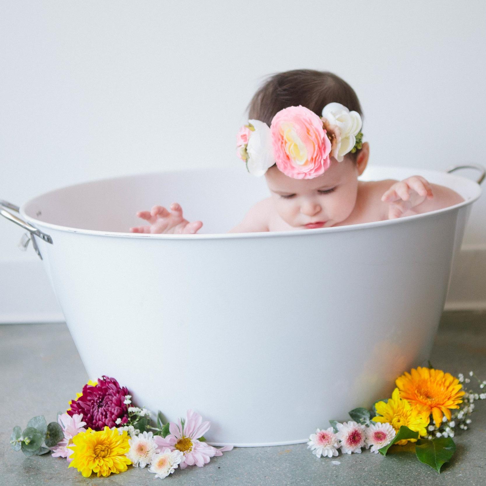 cake smash and milk bath photos -