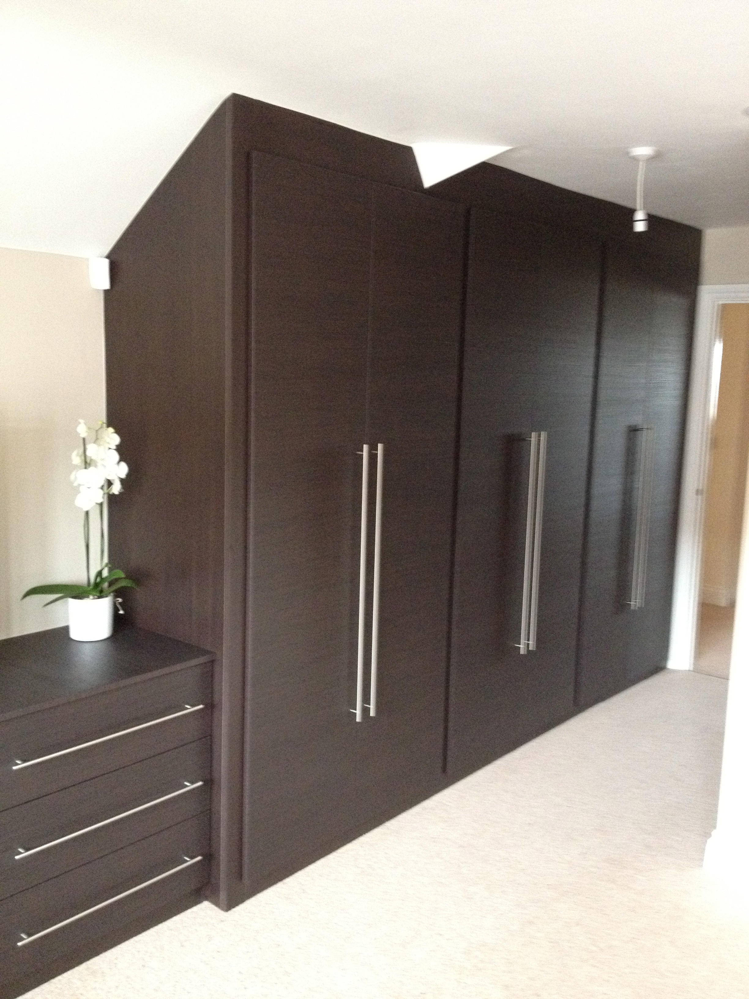 Contemporary-fitted-wardrobes-with-cross-grain-effect-Hatfield-Hertfordshire-copy.jpg