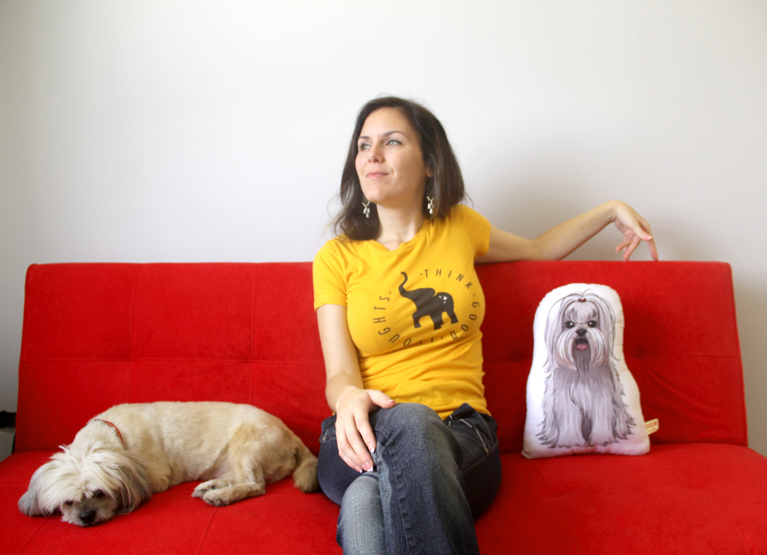 On a sunny day in Lima, Alexandra sports the Think Good Thoughts Logo shirt with puppy by her side.