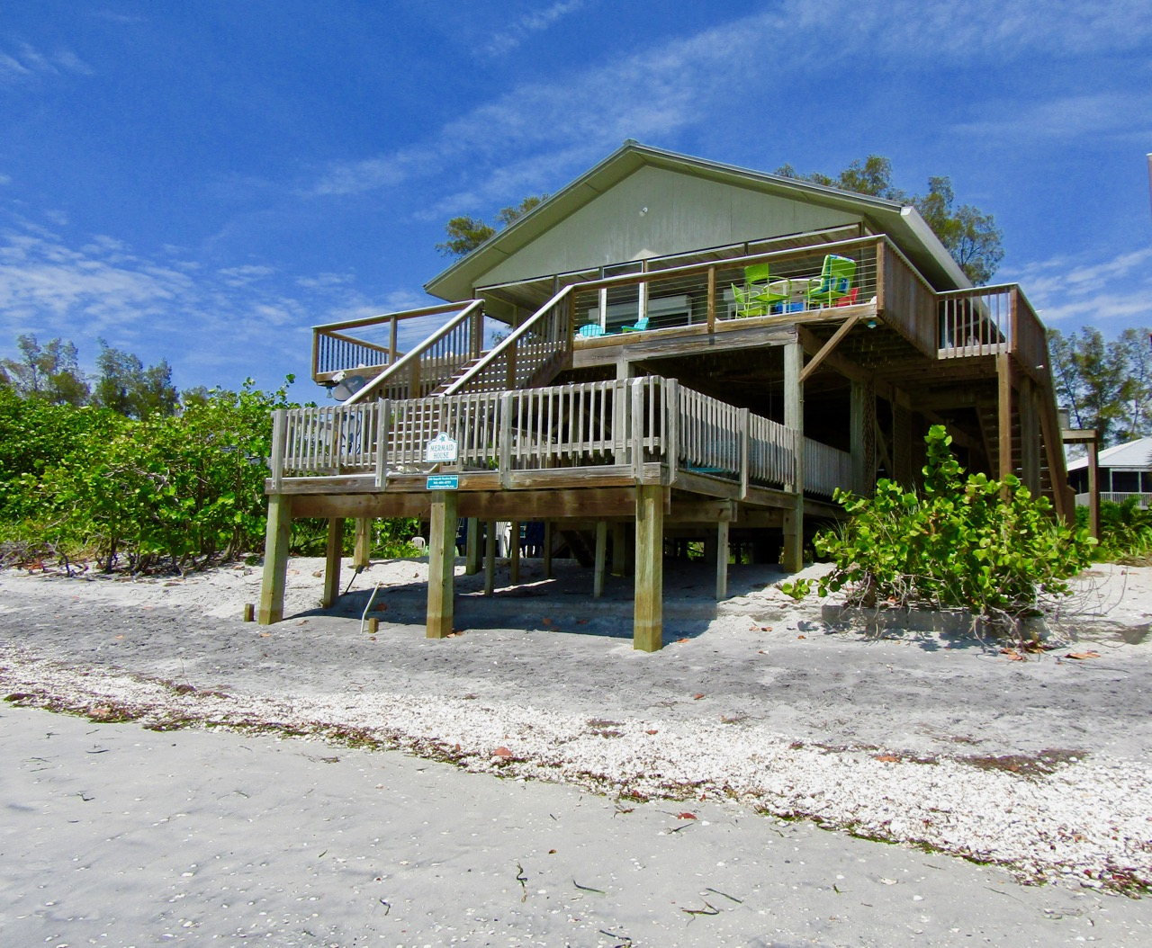 Mermaid House - 3-Bedroom, 2.5 Bath1 KING BED, 1 QUEEN BED, 1 TWIN, SLEEPS 5