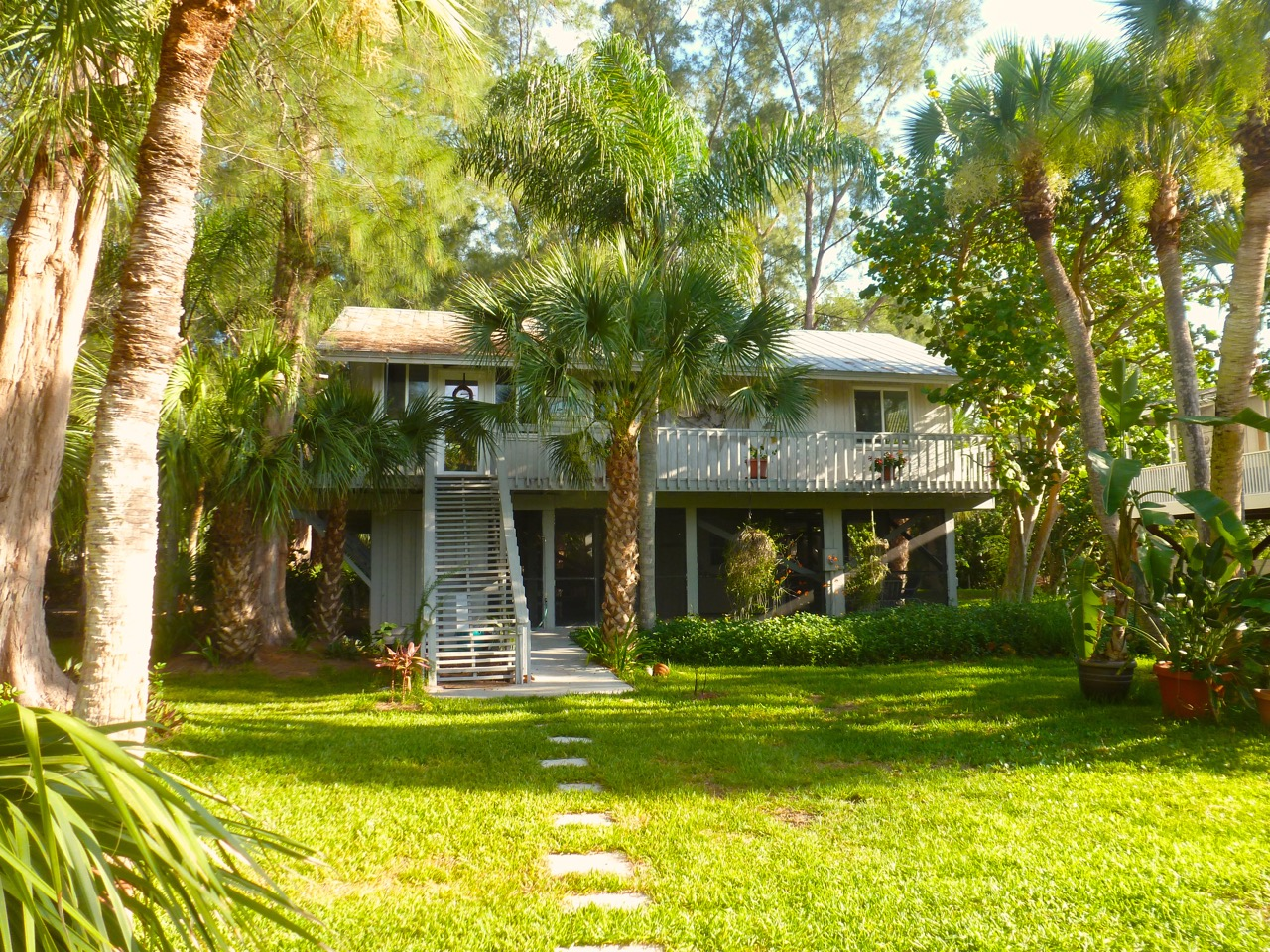Coconut Palm Cottage - 2-Bedroom, 1 BathKING BED AND QUEEN BED, SLEEPS 4