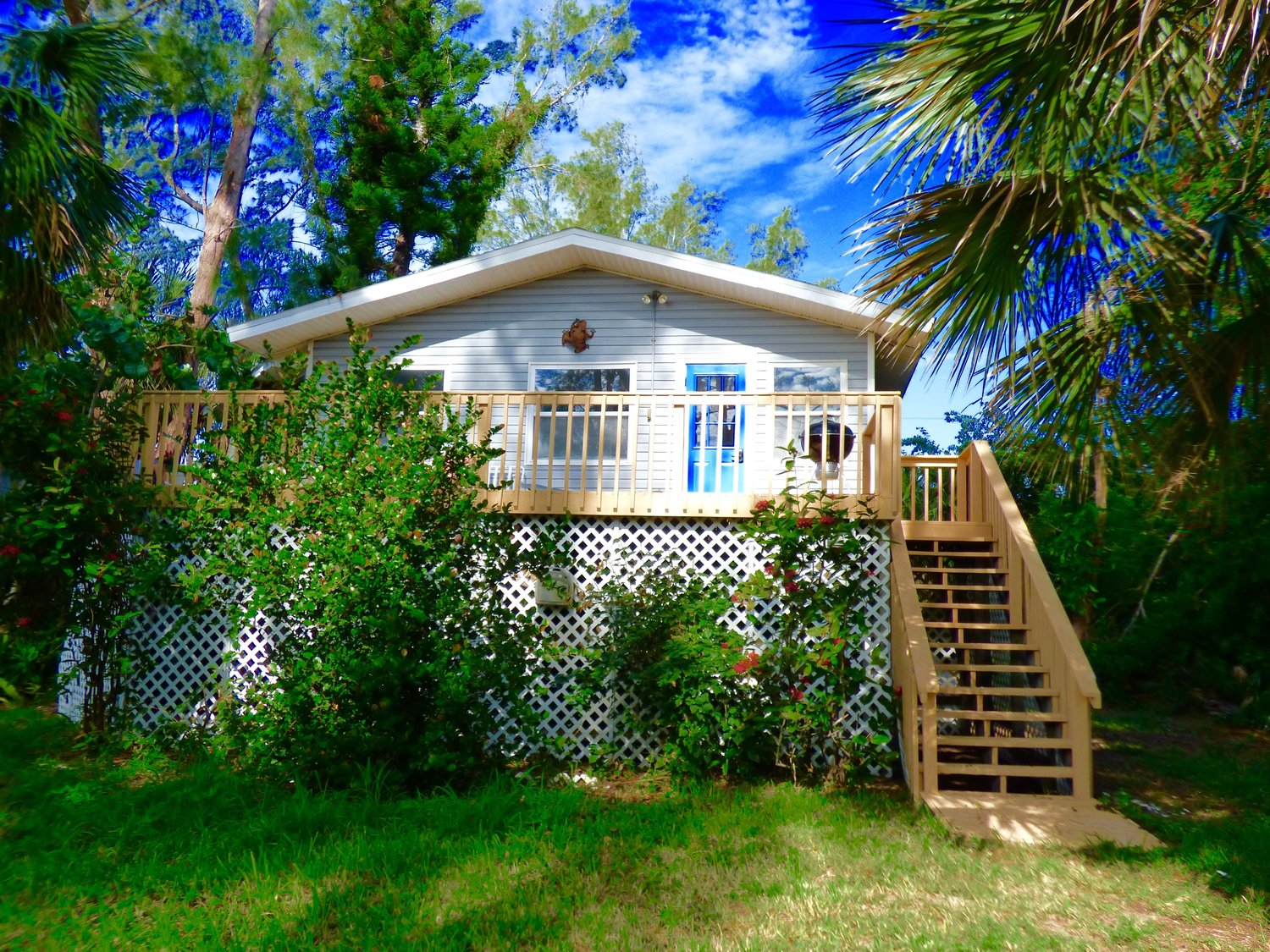 Hammock Haven - 2-Bedroom, 1 BathKING BED, QUEEN BED, AND TWO TWIN DAYBEDS, SLEEPS 4-6