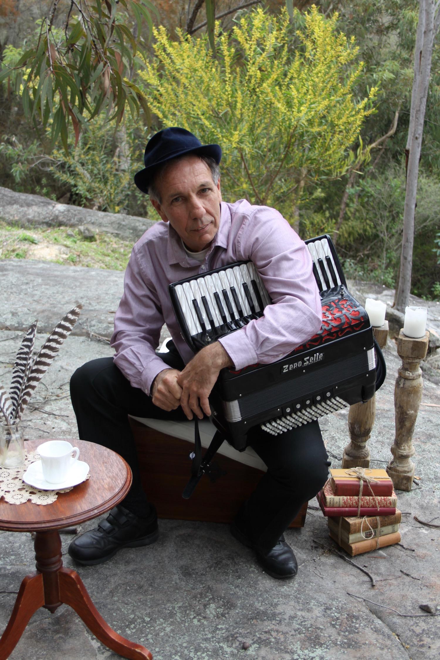 Garry Steel (Piano accordion)