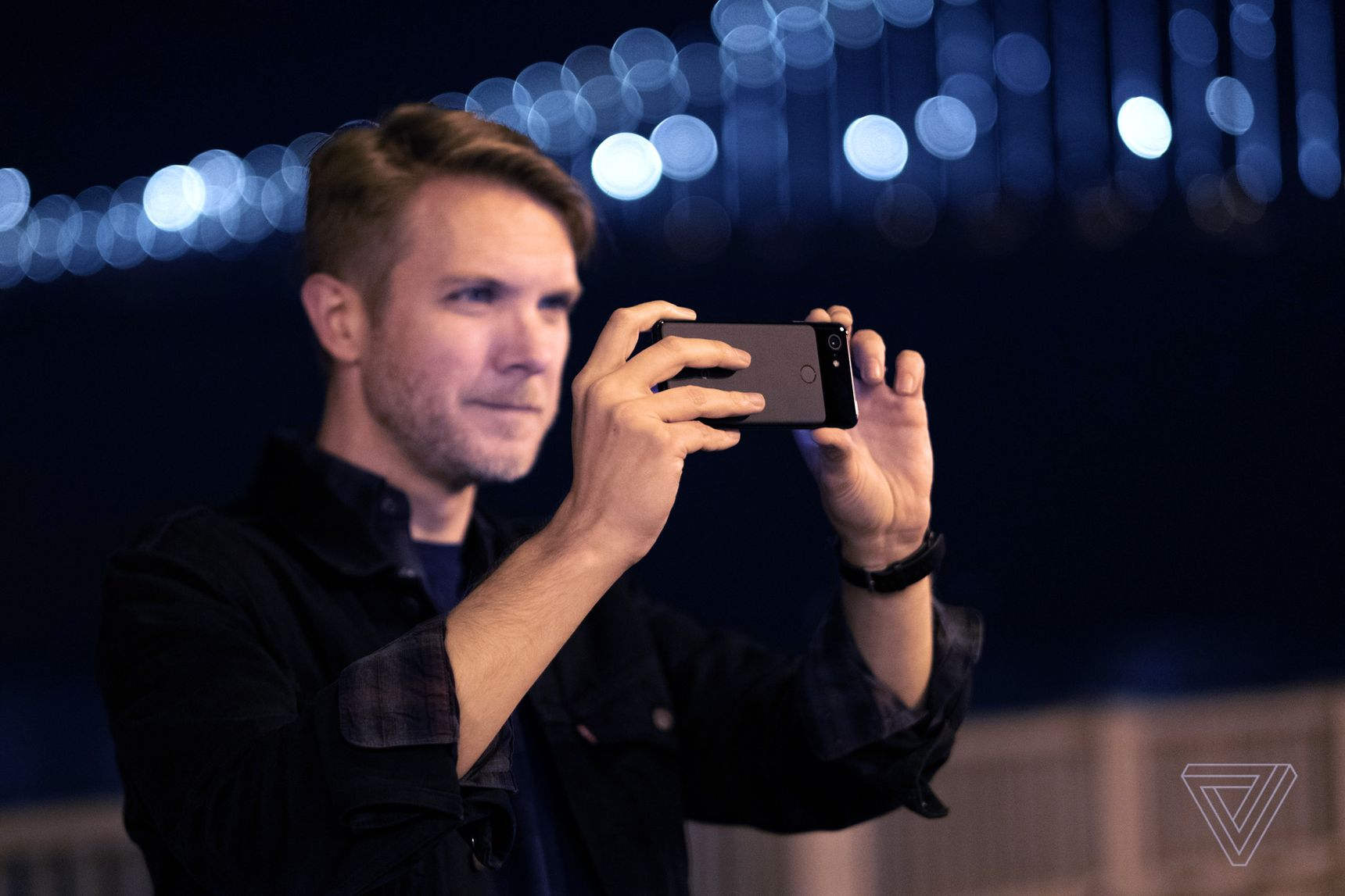 """The Verge couldn't resist turning its """"nobody is buying Apple-Samsung anymore"""" story into a native ad for Google, ironically featuring a photo of the author using the Google Pixel that nobody is actually buying"""