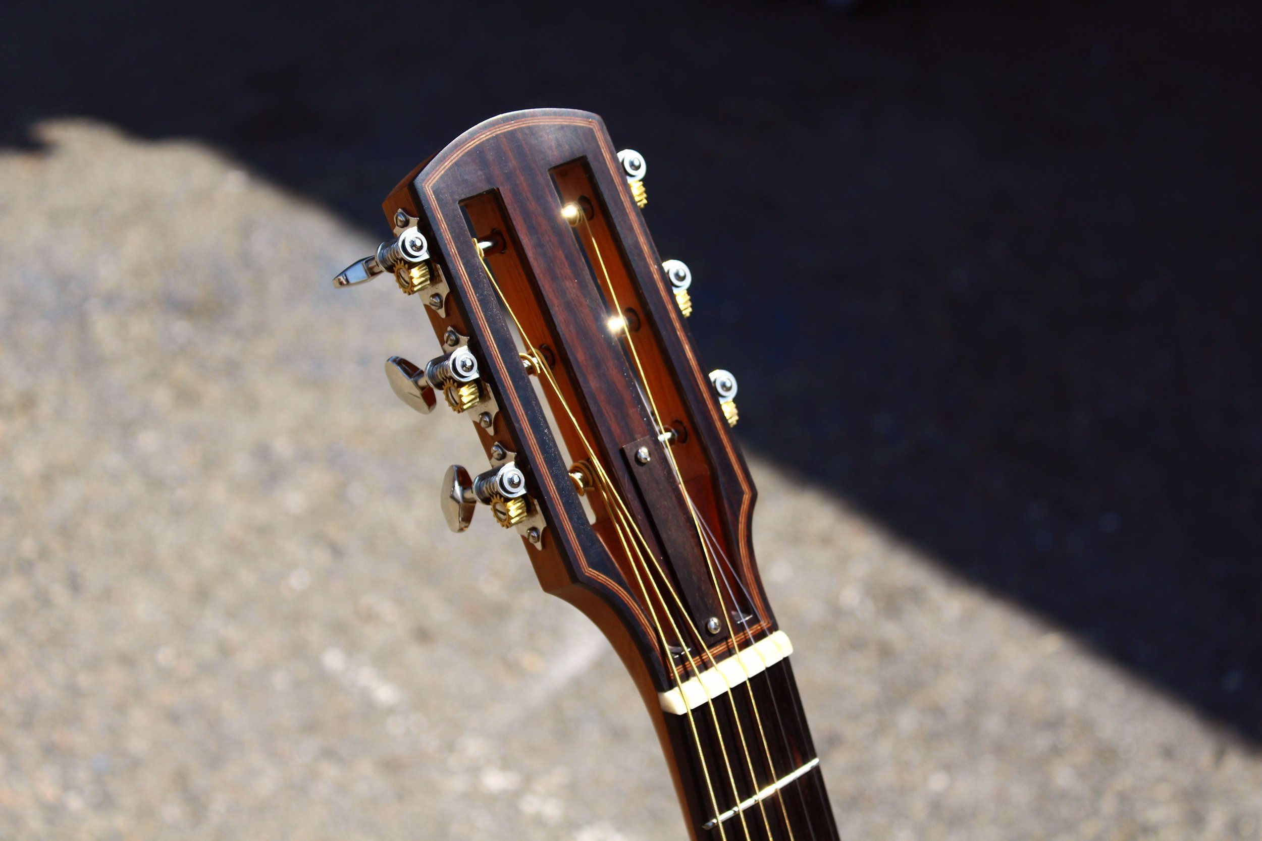 slotted headstock