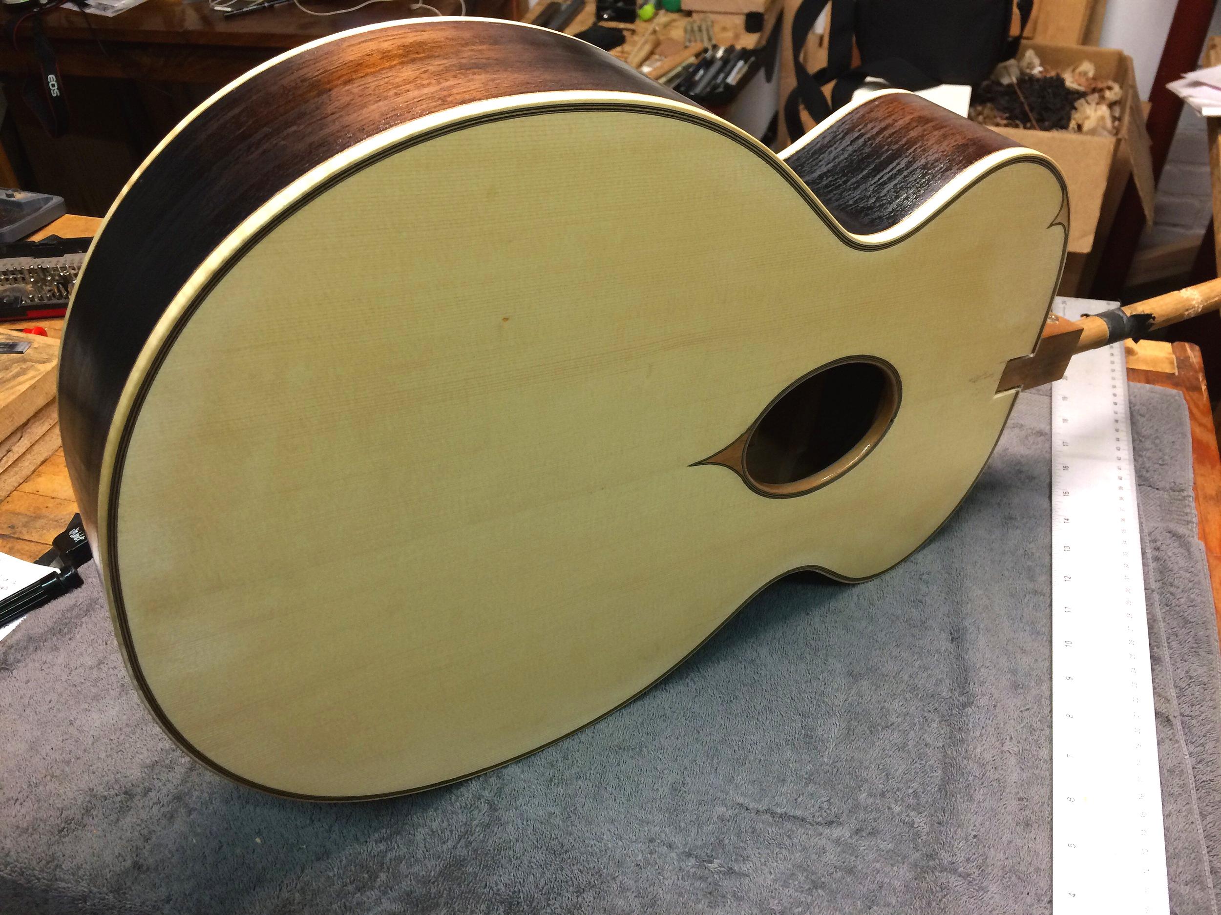 oval+sound+hole+guitar