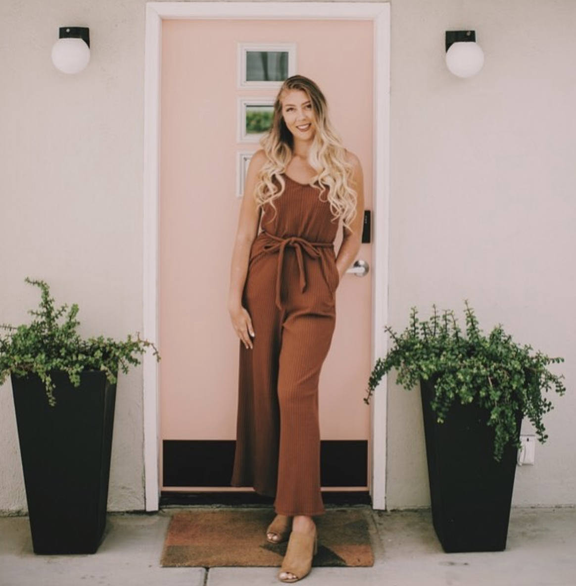 """Mikayla Jai - Mikayla is Manifestation and Mindset Coach who, through the use of manifestation, turned her life from a """"shit show, to front row"""" she has paid for college, gone on paid overseas trips and lives a luxe lifestyle, all at the age of 21.WEBSITE 