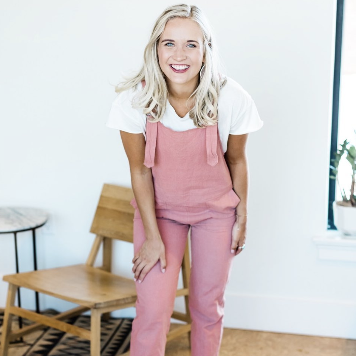 Chloe Elise - Chloe is a millennial money coach. She has lived the college life, been in debt and paid of 36k in 18 months and now she wants to share her inside secrets with you.