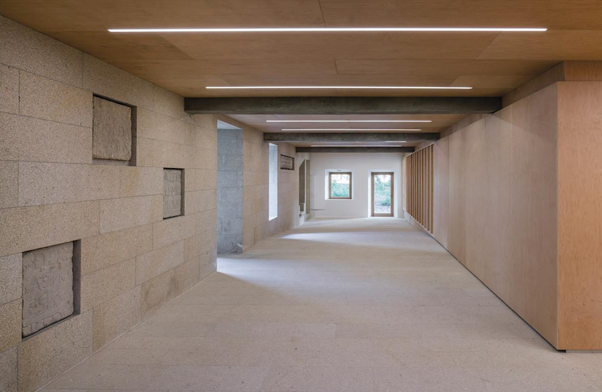 Focus-archi-magazine-bayonne-bibliotheque-couloir.jpg