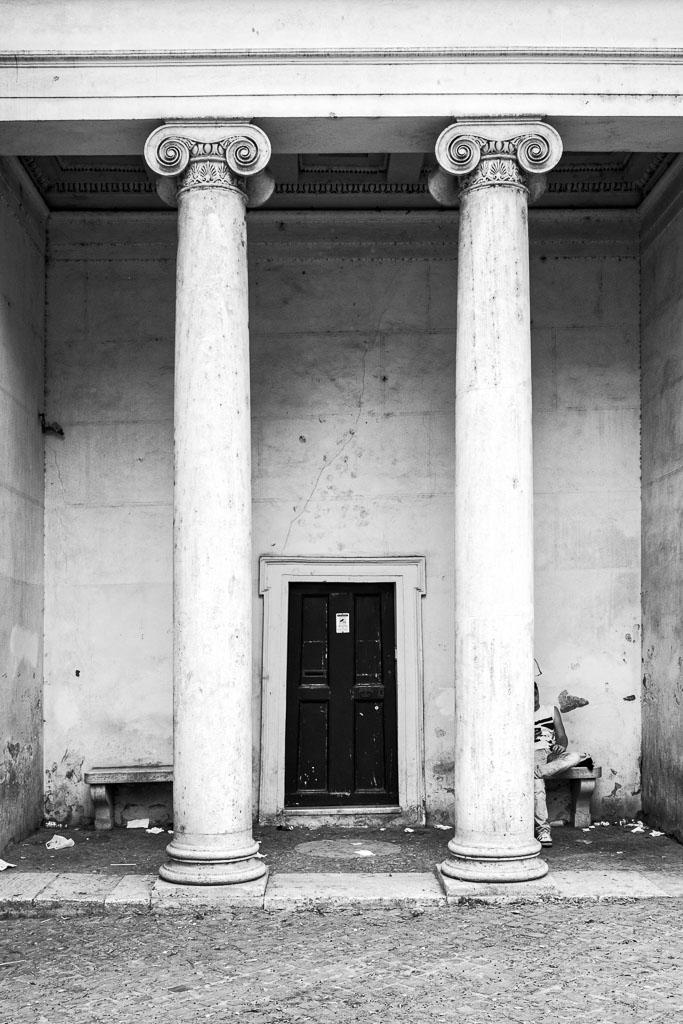 2016-07-24-Roman_door_Fomapan200_web.jpg