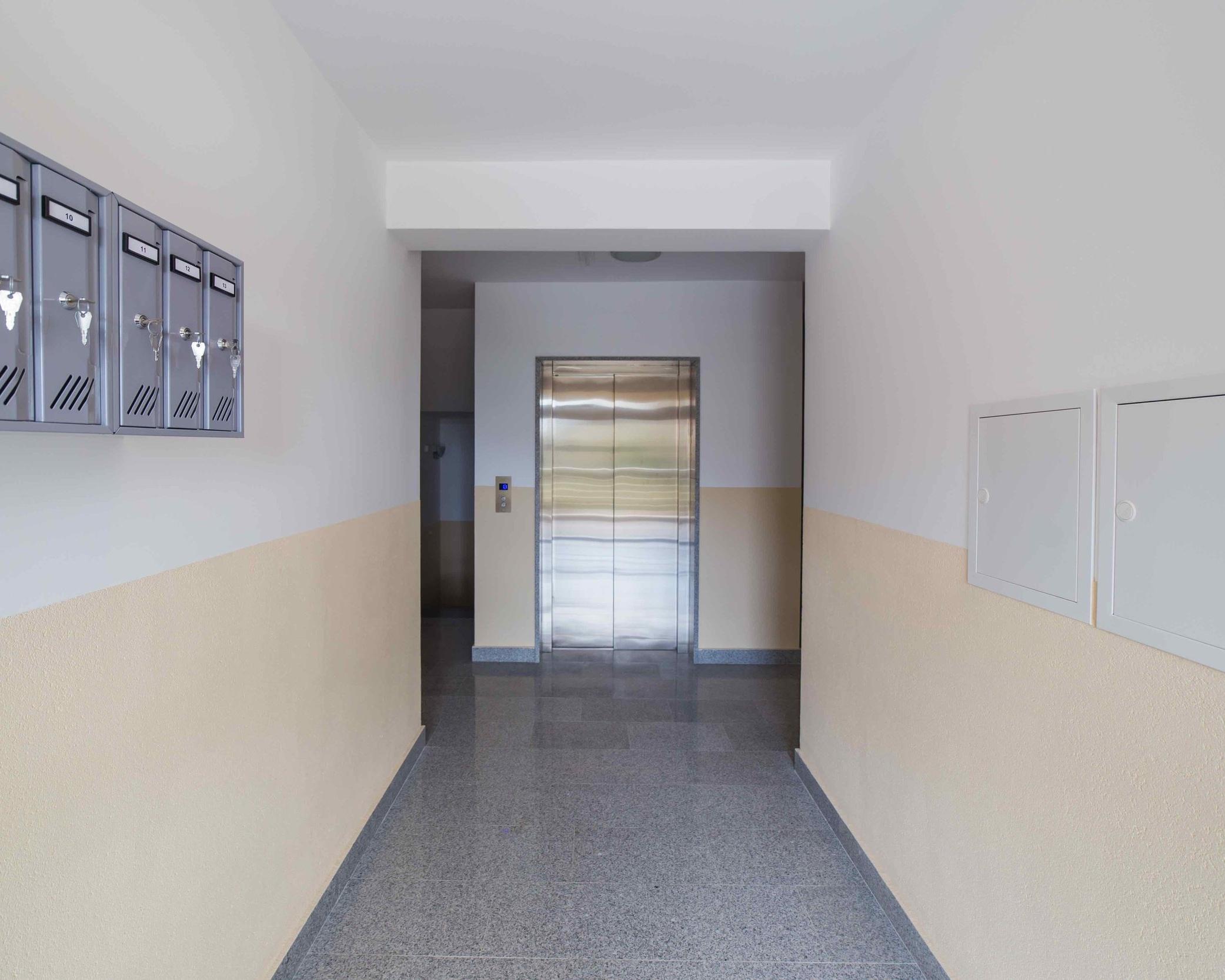 """Общая площадь дома - 1490 кв. м. - Высокая доходность (9-12% при загрузке номеров 75%).Стабильно высокий и устойчивый спрос на заказ номеров в данной локации.""""IVANOVICI"""" включает в себя 13 жилых апартаментов (нулевой + 3 этажа), уровень подземных гаражей и большую площадь технических помещений - под фитнес-зал, сауну, бильярдную, игровой зал, склады или любой другой необходимый вам функционал.На 4-х этажах здания расположено 13 номеров, 7 гаражных мест и 212 м2 функционально зонированных подсобных помещений.Причина продажи - укрупнение бизнеса."""