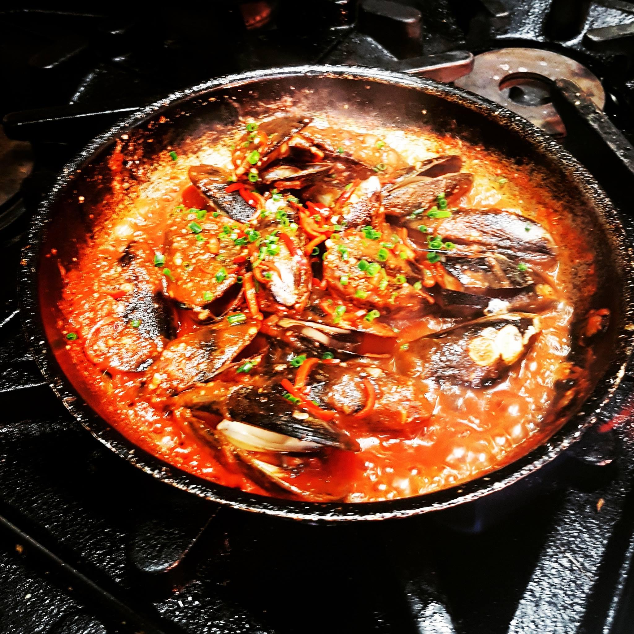 chilli mussels.jpg