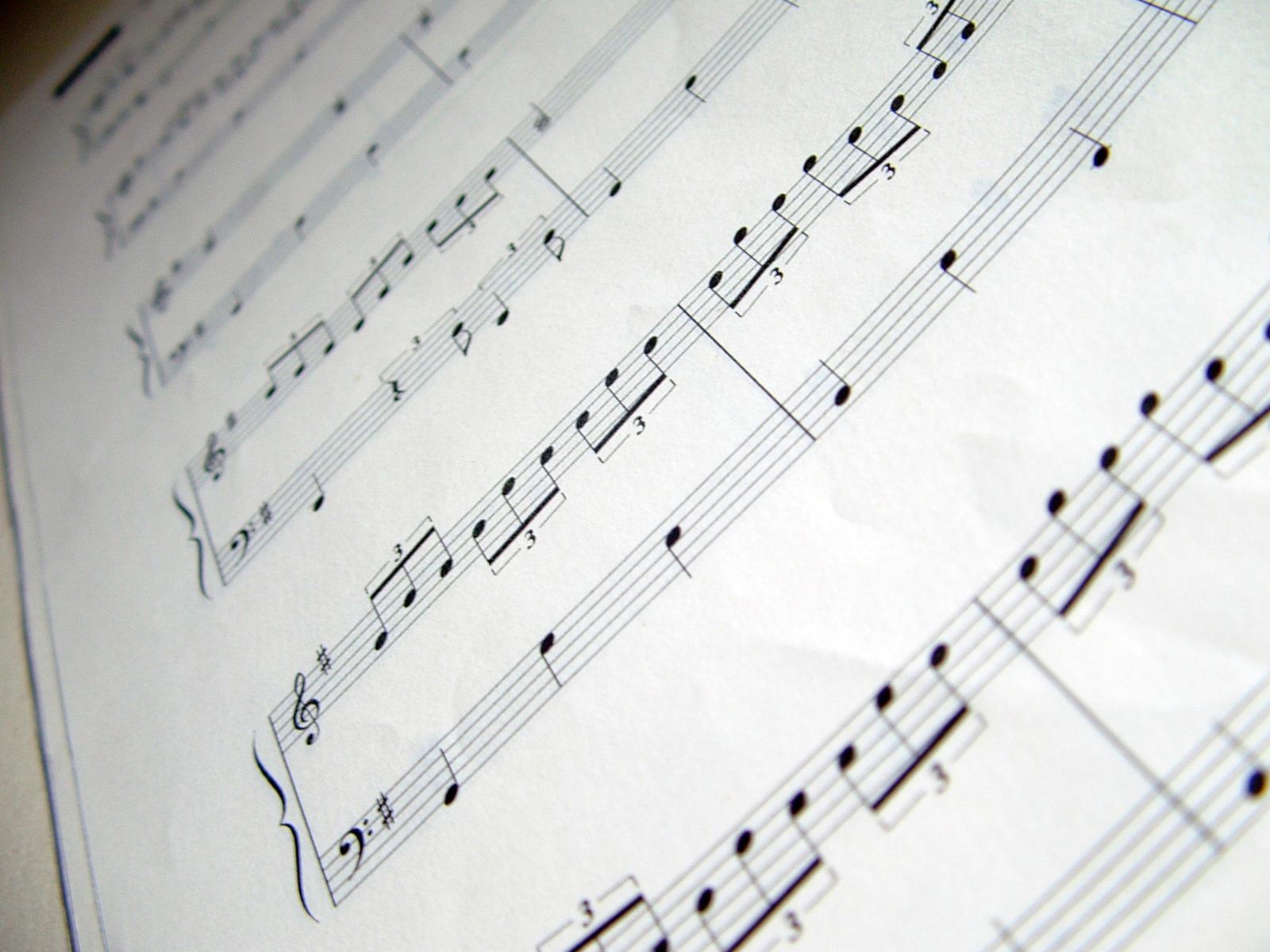music-sheet-4-1558172-1600x1200.jpg