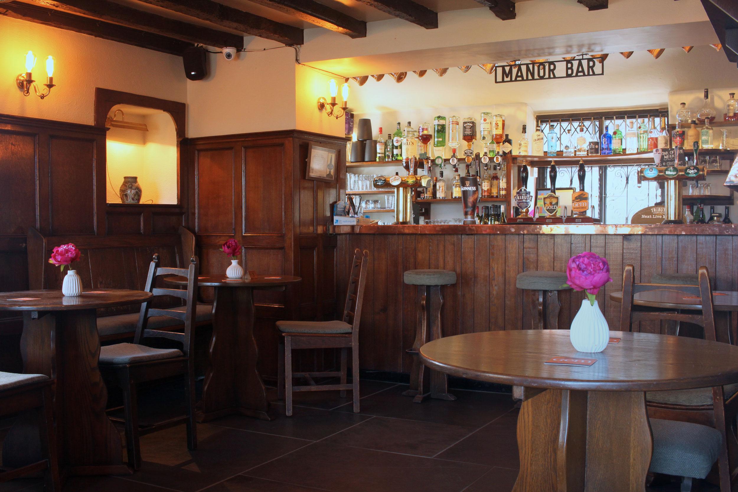 The-Thatched-Inn-Bar.jpg