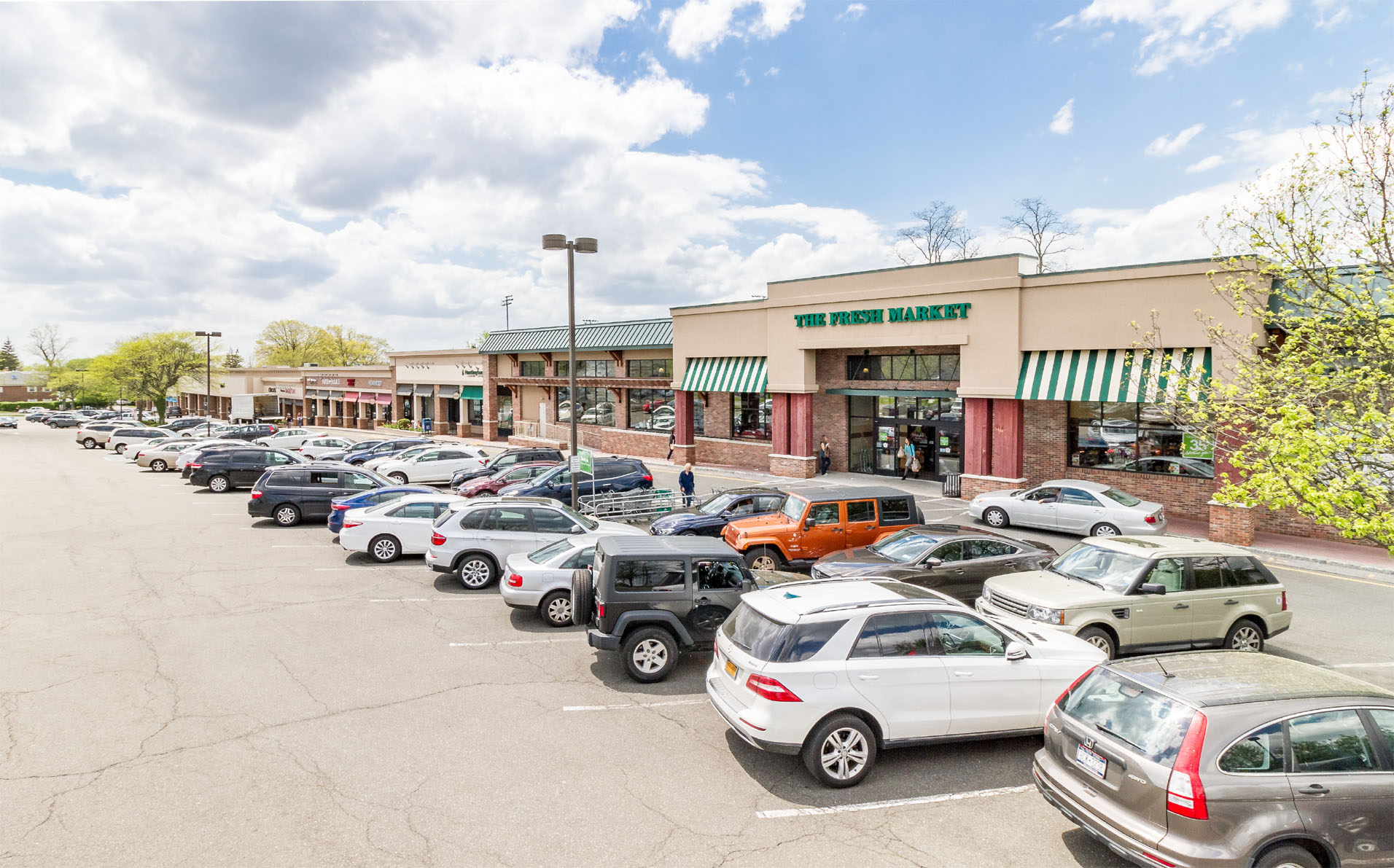 Location:    Scarsdale   New York  Size:  2,011 SF – 6,002 SF
