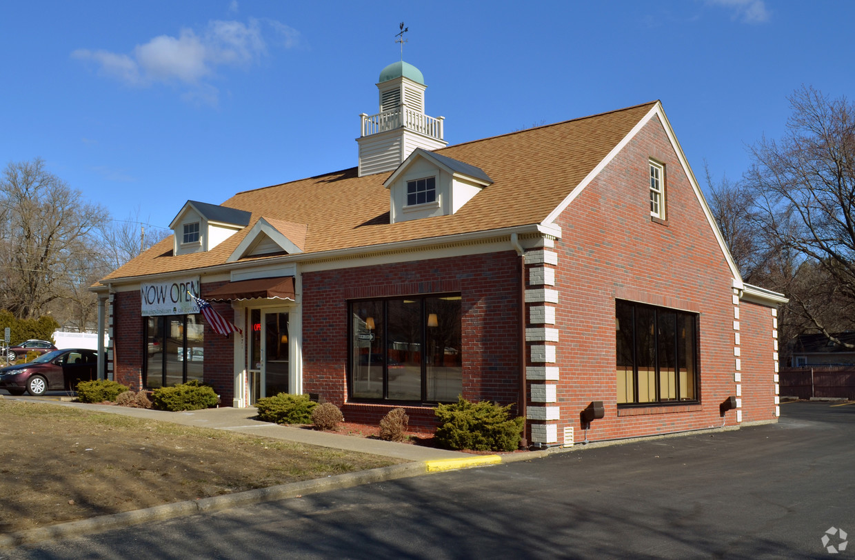 Location: Albany, New York Size: 2,222 SF