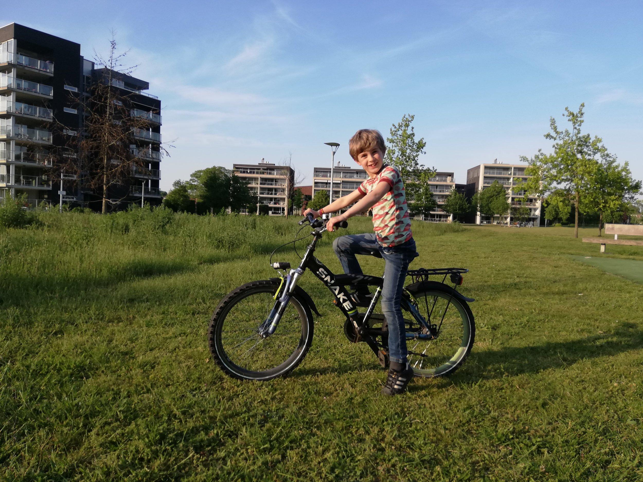 Kai op zijn fiets.jpg
