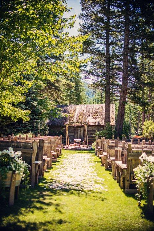 Rustic Wedding Altar_Rya and Josh_Weatherwood Homeatead.jpg