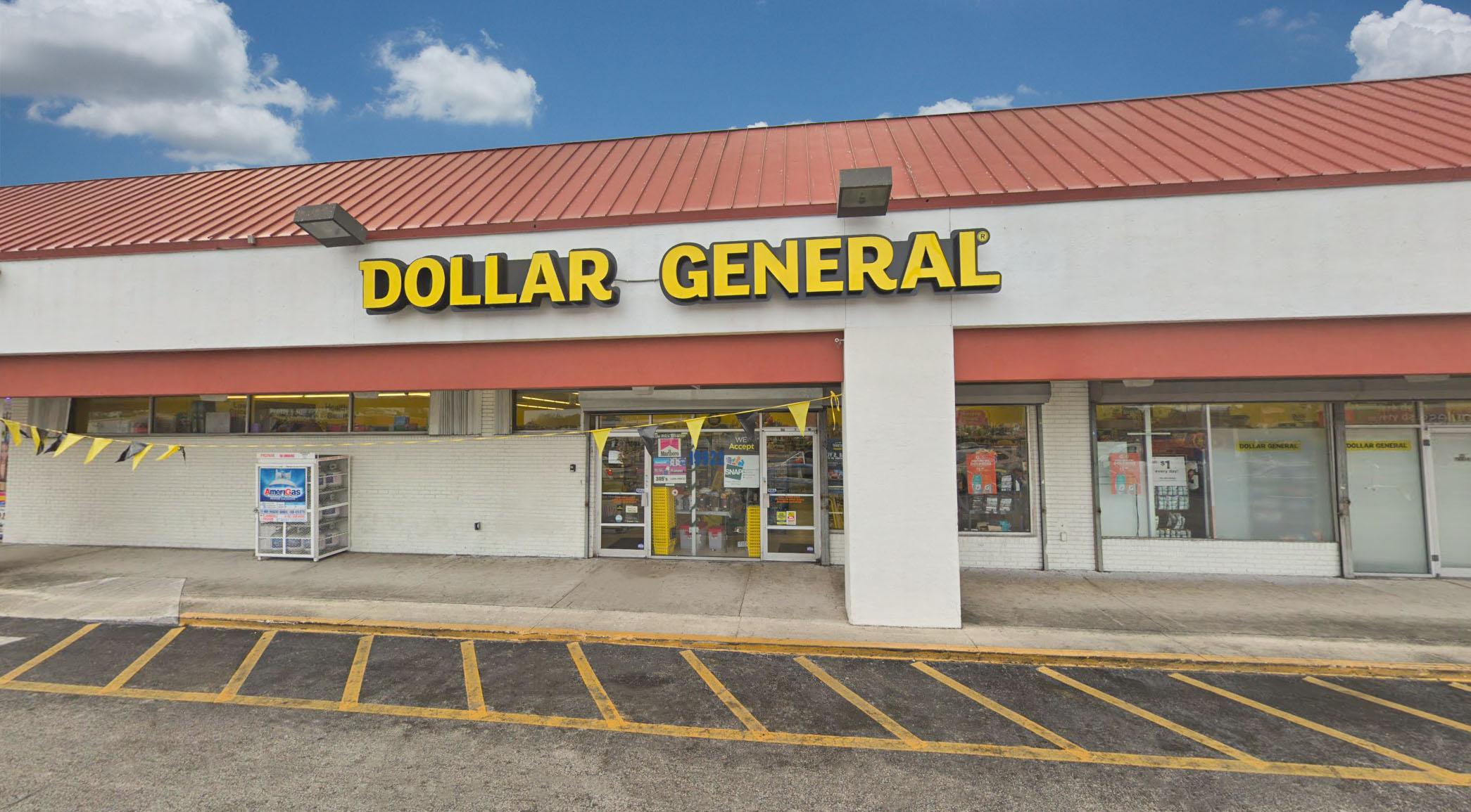 dollar general front.jpg