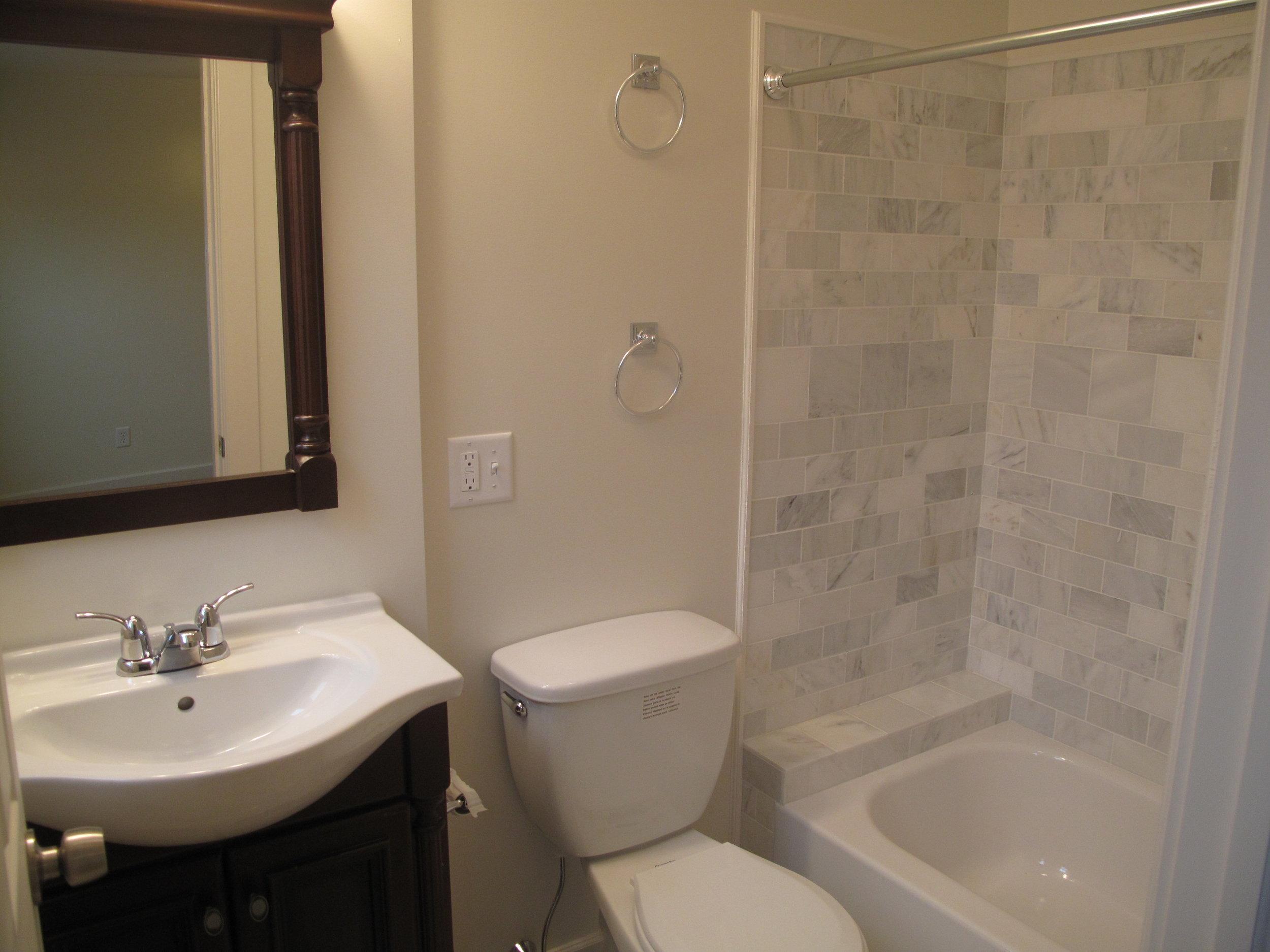 full bathroom 2.JPG