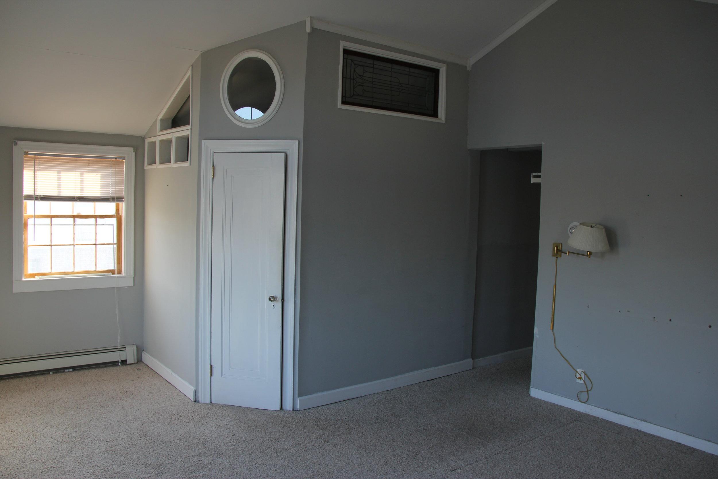 old master bedroom.JPG