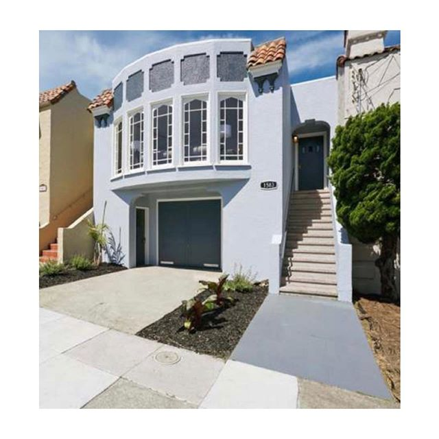 *Curb Appeal* Loved this Outer Sunset number we did with our friends at Vanguard. Staged and sold in less than a month, over asking. Congrats all around to the new buyer, seller, and agents. . . . .#sfre #sfhomes #sanfrancisco #homestaging #california #homedecor #justsold #interiordecorator #interiorstylists  #outersunset #sfhomesforsale